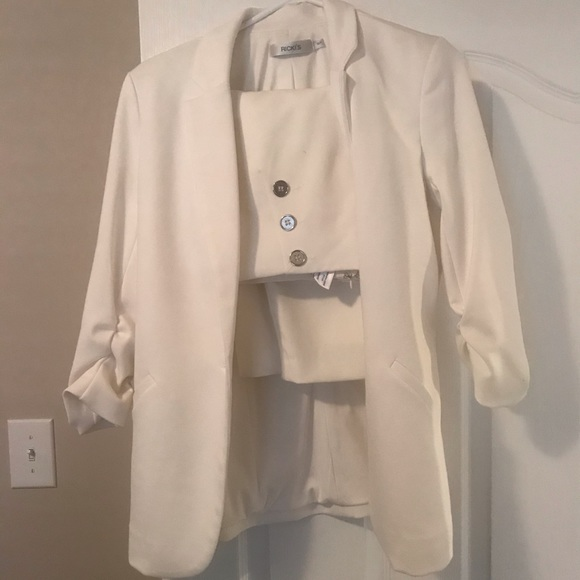 White suit set. Skirt sz.4, small blazer (4)